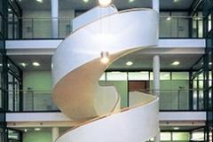 Energietechnik Haus der Wirtschaft IHK Atrium mit Wendeltreppe