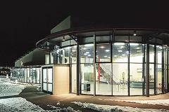 Energietechnik PatchBarracks Glasfassade mit Eingangsbereich