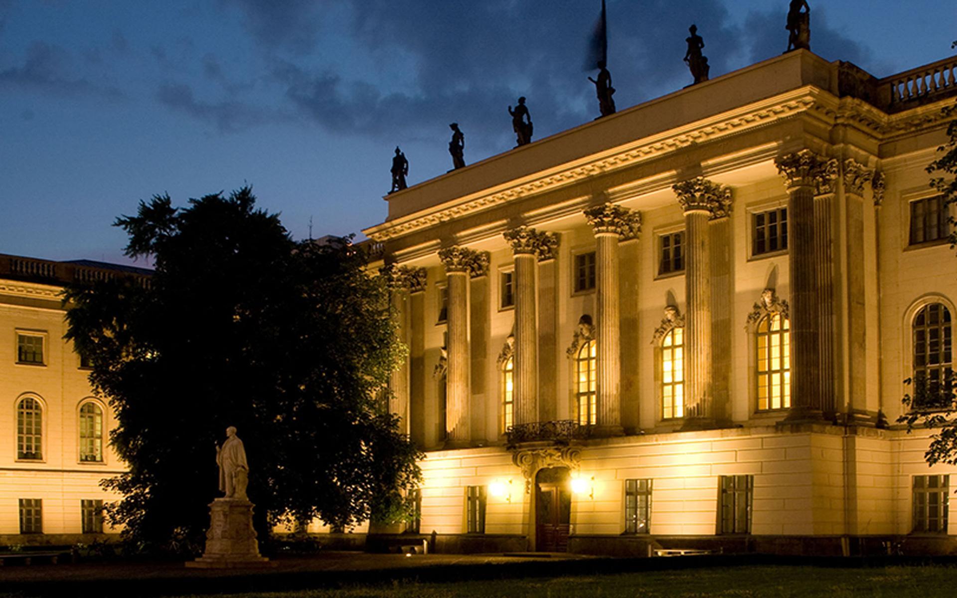Humboldt Universität in Berlin bei Nacht